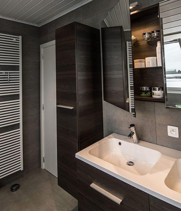 meuble dans la salle de bains