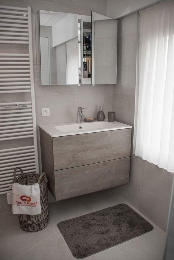meuble dans salle de bains
