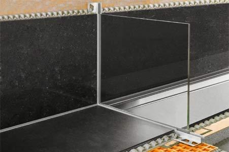 douche à l'italienne à profil en verre schlueter